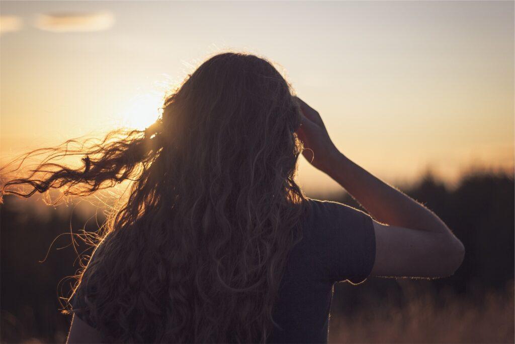 skręcone włosy